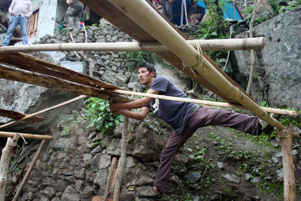 Dorje using his climbing skills to secure the frame :)