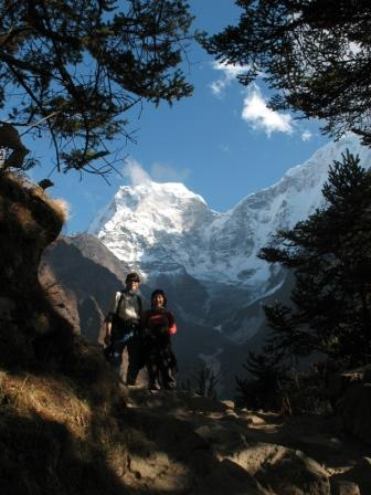 Amy and Harry on their way to Tengboche