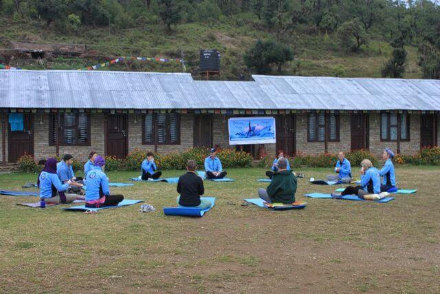 Första morgonpasset med yoga - Australian Camp