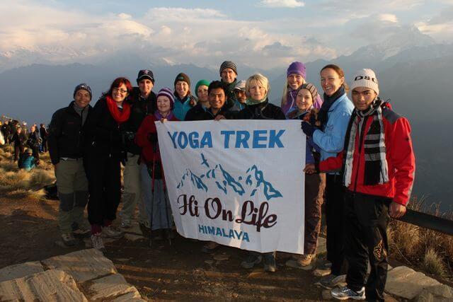 Hi On Life's Yogatrek - Hela gruppen samlad (Troy bakom kameran)