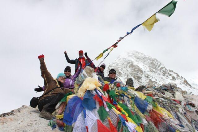 Ina, Jenny, Emelie, Peter & Christina pa toppen av Kala Pathar