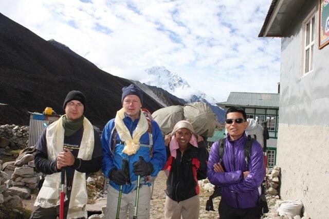Everest BC killarna vander nerat igen med Nima & Om