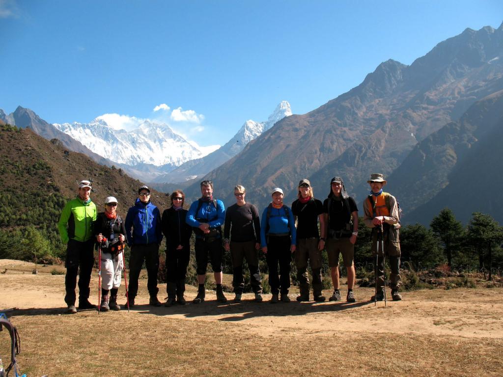 Everest Base Camp & Island Peak gänget på acklimatiseringstur i Namche! Martin, Emese, Erik, Lena, Kjell, Maria, Susanne, Martin, Petter & Stig!