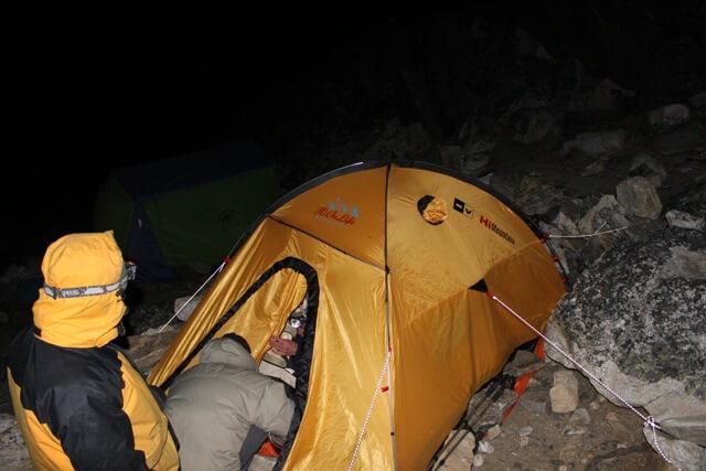 Morkt och blasigt i High Camp