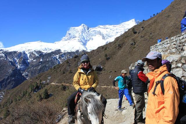 Britt valde att uppleva Himalaya fran hastryggen!