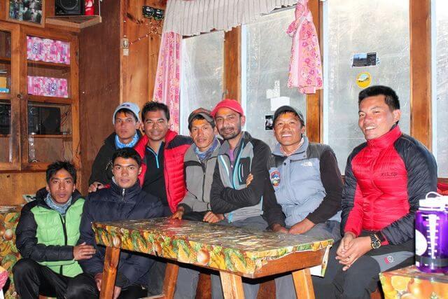"""Våra killar har fått den obligatoriska """"Tikkan"""" för den pågående festivalen Dashain"""