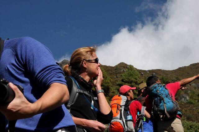 Kia ser Mount Everest för första gången och rörs till tårar!