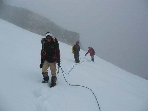 På väg ner för Cho La glaciären