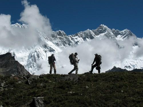 På väg mot Island Peak BC. 8000-metersberget Lhotse i bakgrunden.