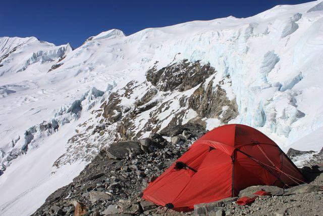 Våra röda Saivo lyste upp High Camp