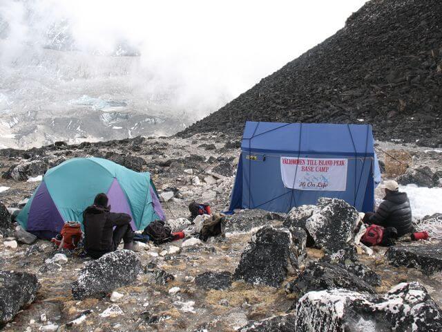 Ett blåsigt High Camp