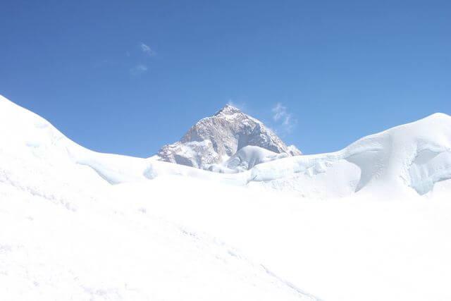 Makalu strålar i Himalayas sol