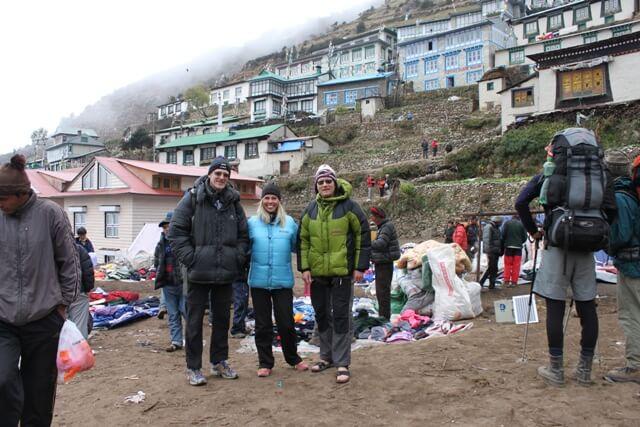 Per Gunnar, Christina & Stefan pa tibetansk marknad