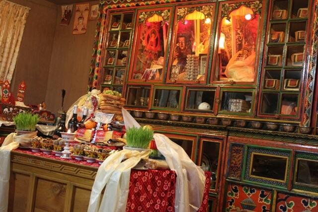 Var matsal i Namche - Hotellets Gompa (kloster/tempel)