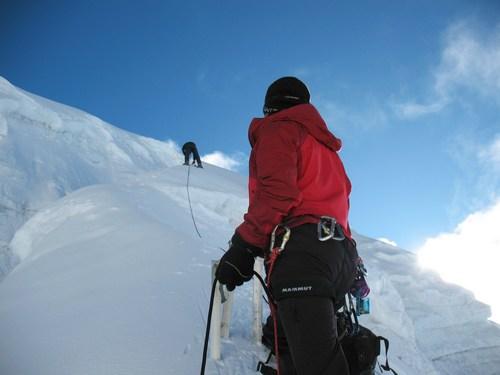 Ang Namge och Saran försöker hitta en väg genom glaciären, Island Peak