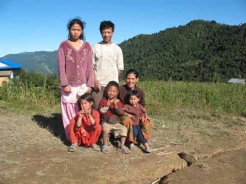 Vår bärare Ashta med fru och barn