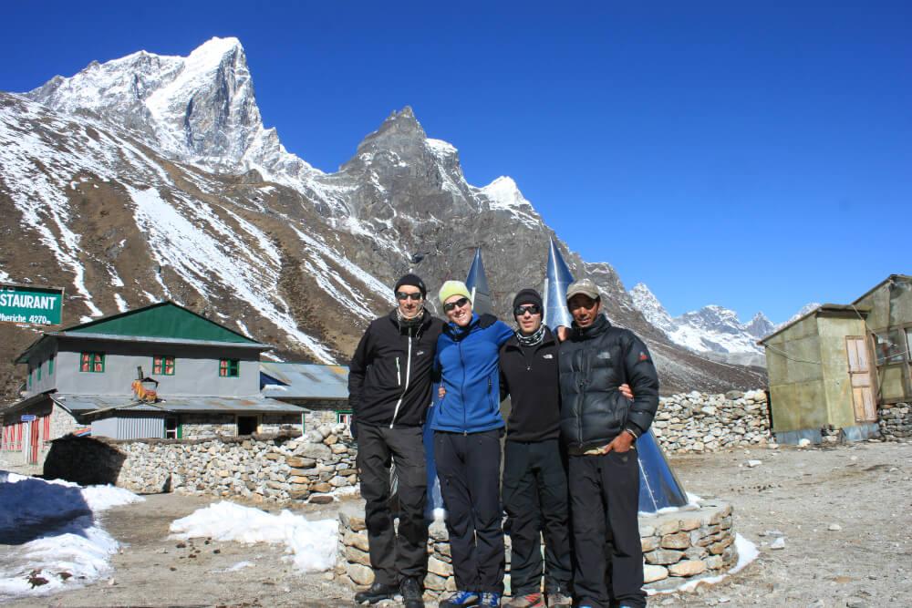Anders, Robert och Thomas med vår lodgeägare i Pheriche - Pemba